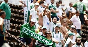 Tânia Santana (segurando a faixa, primeira da direita para a esquerda: sempre ao lado do Guarani