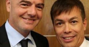 Horley Senna ao lado do presidente da Fifa, Gianni Infantino