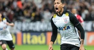 Lucca comemora gol na vitória sobre Coritiba